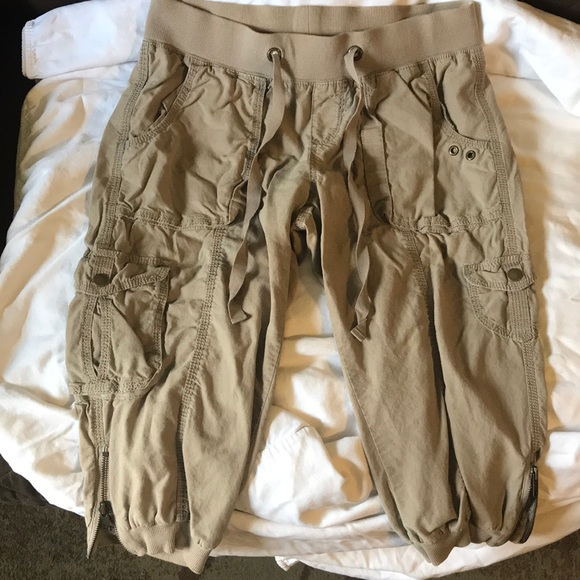 Old Navy Pants - 2/$20 - Old Navy low-rise Capris
